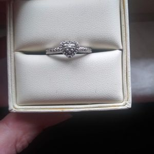 1/10 karat diamond white gold ring size 7